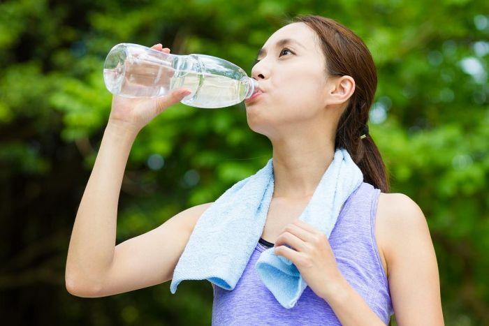 minum air-putih